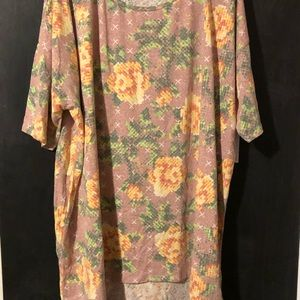 Woman's lularoe top